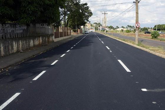 rua-hugo-panciera-ganha-nova-camada-asfaltica-5ca9f05ecaa80